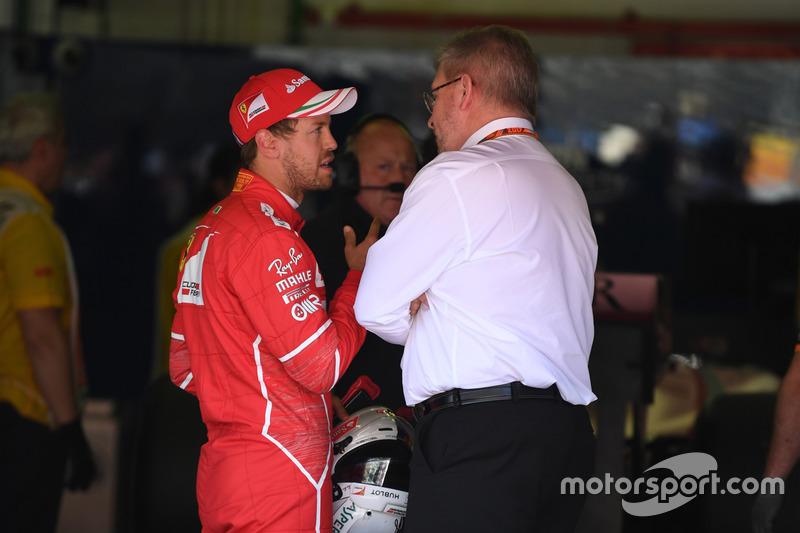 Sebastian Vettel Ferrari y Ross Brawn, fórmula uno gestión de Director de deportes de motor en parc