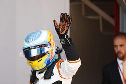 Fernando Alonso, McLaren, salue ses fans
