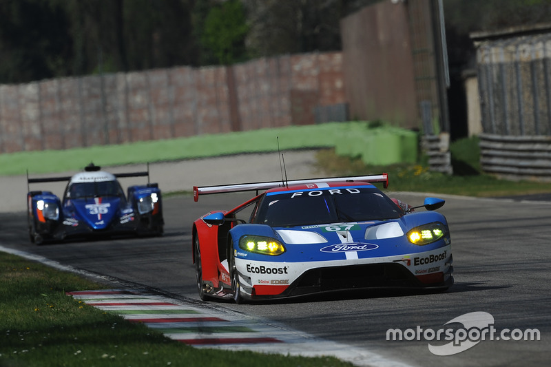 #67 Ford Chip Ganassi Racing, Ford GT: Andy Priaulx, Harry Tincknell; #35 Signatech, Alpine A470 Gib