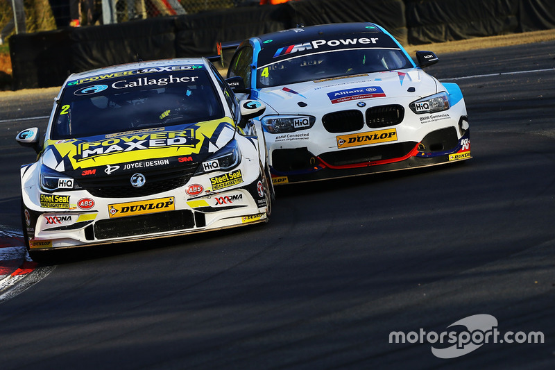 Tom Chilton, Power Maxed Racing, Vauxhall Astra; Colin Turkington, Team BMW, BMW 125i M Sport