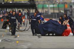 Sauber team members push the damaged Antonio Giovinazzi Sauber C36