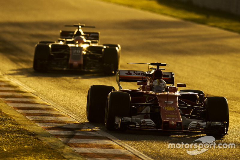 Jueves: Sebastian Vettel, Ferrari SF70H, Kevin Magnussen, Haas VF-17