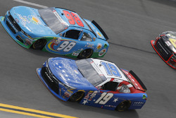 Matt Tifft, Joe Gibbs Racing Toyota Casey Mears, Biagi-DenBeste Racing Ford