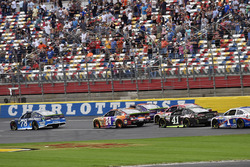 Martin Truex Jr., Furniture Row Racing Toyota and Chase Elliott, Hendrick Motorsports Chevrolet