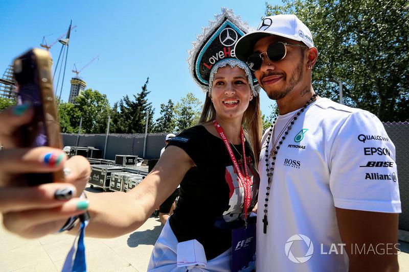 Льюіс Хемілтон, Mercedes AMG F1, з уболівальницею