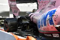 De wagen van Sergio Perez, Sahara Force India VJM10 na crash