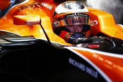 Stoffel Vandoorne, McLaren, in cockpit with helmet visor raised
