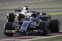 Маркус Эрикссон, Sauber C36, и Фелипе Масса, Williams FW40