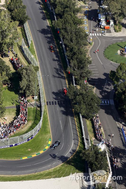 Valtteri Bottas, Mercedes AMG F1, W08; Kimi Räikkönen, Ferrari, SF70H