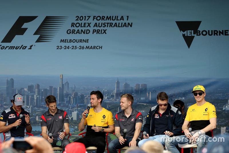 Carlos Sainz Jr., Scuderia Toro Rosso; Romain Grosjean, Haas F1 Team; Jolyon Palmer, Renault Sport F1 Team; Kevin Magnussen, Haas F1 Team; Daniil Kvyat, Scuderia Toro Rosso