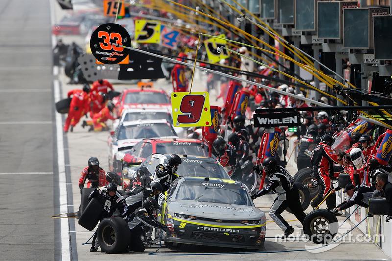 William Byron, JR Motorsports Chevrolet, acción en pits