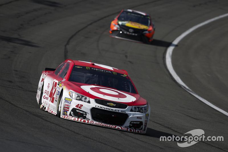 Kyle Larson, Chip Ganassi Racing, Chevrolet; Martin Truex Jr., Furniture Row Racing, Toyota