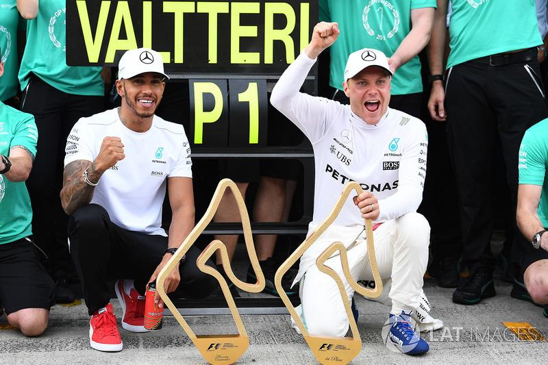 Валттері Боттас і Льюіс Хемілтон, Mercedes AMG F1, із командою