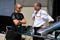Valtteri Bottas, Mercedes AMG F1 and Tony Ross, Mercedes AMG F1 Race Engineer