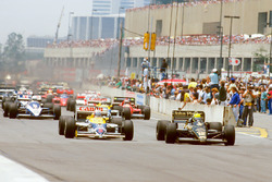 Ayrton Senna, Lotus 98T Renault, leads Nigel Mansell, Williams FW11 Honda, at the start