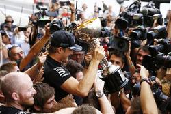1. Nico Rosberg, Mercedes AMG F1, feiert den Konstrukteurstitel