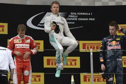 Podium: 1. Nico Rosberg, Mercedes AMG F1 Team; 2. Sebastian Vettel, Ferrari; 3. Daniil Kvyat, Red Bull Racing