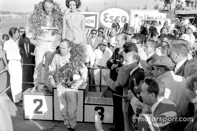 Уже с сезона-1963 Гран При Мексики получил прописку в календаре чемпионата, традиционно закрывая его. По этой причине гонки тут почти всегда получались интересными – достаточно вспомнить 1964 год, когда тройное сражение за титул в драматичной борьбе закончилось в пользу Джона Сёртиза из Ferrari.