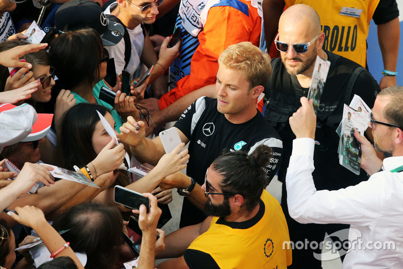Nico Rosberg, Mercedes AMG F1 signs autographs for the fans
