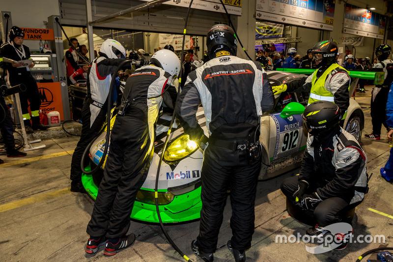 #912 Manthey Racing, Porsche 911 GT3 R: Richard Lietz, Jörg Bergmeister, Michael Christensen, Fred Makowiecki