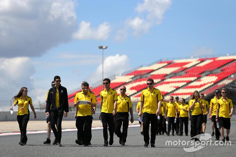 Esteban Ocon, Renault Sport F1 Team, Testfahrer, mit Jolyon Palmer, Renault Sport F1 Team