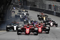 Start: Kimi Räikkönen, Ferrari SF70-H, führt