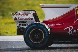 Кімі Райкконен, Ferrari SF70H, заднє колесо Pirelli акулячий пливець та заднє антикрило