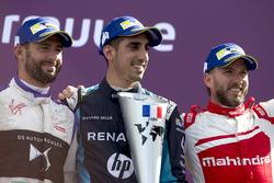Sébastien Buemi, Renault e.Dams, festeggia sul podio con Jose Maria Lopez, DS Virgin Racing, e Nick Heidfeld, Mahindra Racing
