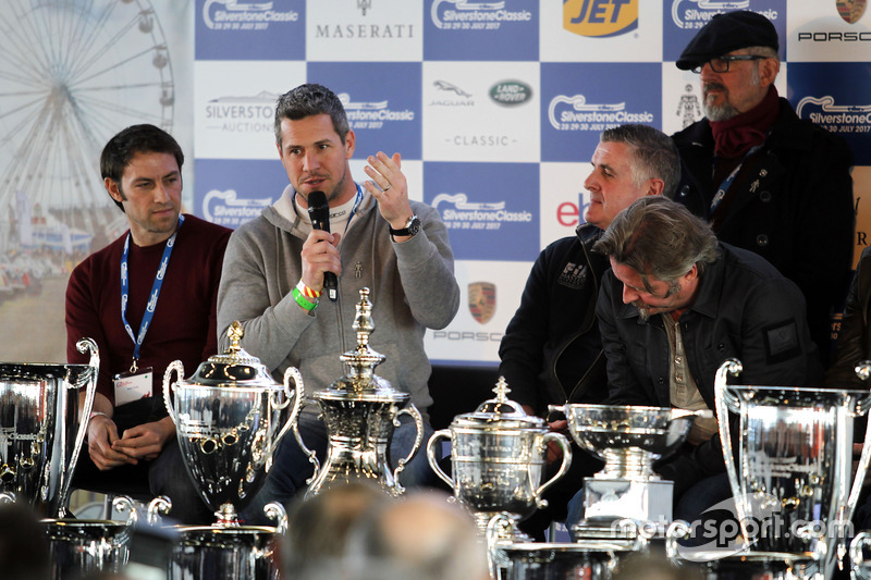 Ant Anstead  en la Conferencia de prensa de Silverstone Classic