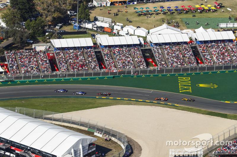Marcus Ericsson, Sauber, C36; Antonio Giovinazzi, Sauber, C36; Kevin Magnussen, Haas F1 Team, VF-17;