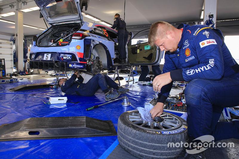 Hyundai Motorsport mecánicos