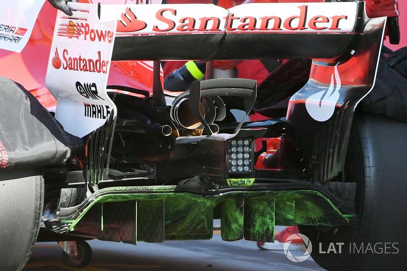 Charles Leclerc, Ferrari SF70H, avec de la peinture flow-viz sur le diffuseur
