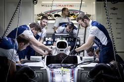 Williams engineers work on the car of Felipe Massa, Williams FW40