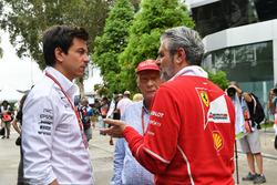 Керівник Mercedes AMG F1 Тото Вольфф, керівник команди Ferrari Мауріціо Аррівабене, невиконавчий директор Mercedes AMG F1 Нікі Лауда