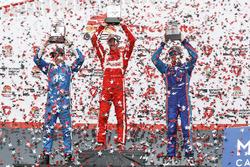 Podium: segundo, Simon Pagenaud, Team Penske Chevrolet, ganador Sébastien Bourdais, Dale Coyne Racing Honda, tercero, Scott Dixon, Chip Ganassi Racing Honda