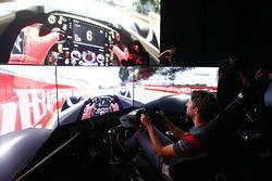 Romain Grosjean, Haas F1 Team simülatörde Circuit Gilles Villeneuve'ü turluyor