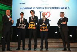 Il Presidente dell'Automobile Club D'Italia Angelo Sticchi Damiani, dopo aver consegnato il Volante d'Oro ad Antonio Giovinazzi, il Volante d'Argento a Fabio Andolfi e il Volante di Bronzo a Giandomenico Basso.