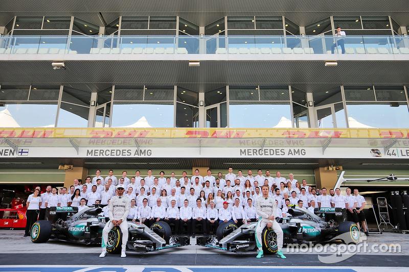 Lewis Hamilton, Mercedes AMG F1 y su compañero Nico Rosberg, Mercedes AMG F1 en una fotografía de eq