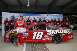 Ganador de la pole Kyle Busch, Joe Gibbs Racing Toyota