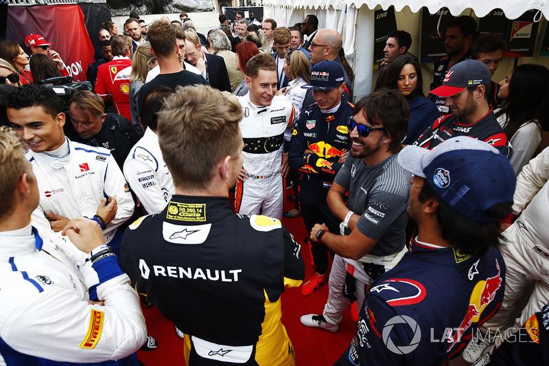 Стоффель Вандорн (McLaren), Макс Ферстаппен (Red Bull), Фернандо Алонсо (McLaren), Карлос Сайнс-мол. (Toro Rosso), Ніко Хюлькенберг (Renault) і Маркус Ерікссон (Sauber)