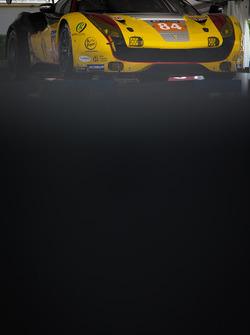 رقم 84 فريق جي ام دبليو موتورسبورت فيراري 488 جي تي إي: روبرت سميث، ويل ستيفنز، درايس فانثور