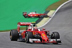 Kimi Raikkonen, Ferrari SF16-H as team mate Sebastian Vettel, Ferrari SF16-H spins