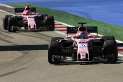 Sergio Perez, Sahara Force India F1 VJM10, Esteban Ocon, Sahara Force India F1 VJM10
