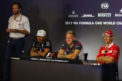 Matteo Bonciani, FIA, Lewis Hamilton, Mercedes AMG F1 , Kevin Magnussen, Haas F1 Team und Sebastian