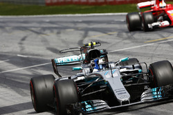 Valtteri Bottas, Mercedes AMG F1 W08, raises an arm in victory celebration at the finish, ahead of S
