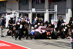 Esteban Ocon, Sahara Force India VJM10 pit stop