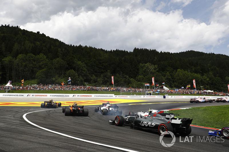 Кевин Магнуссен, Haas F1 Team VF-17, Лэнс Стролл и Фелипе Масса, Williams FW40, Стоффель Вандорн, Mc