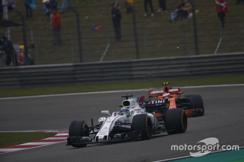 Felipe Massa, Williams FW40; Stoffel Vandoorne, McLaren MCL32