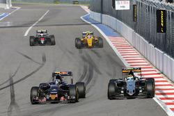 Карлос Сайнс мл., Scuderia Toro Rosso STR11 и Серхио Перес, Sahara Force India F1 VJM09