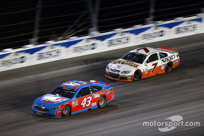 Aric Almirola, Richard Petty Motorsports Ford, Regan Smith, Tommy Baldwin Racing Chevrolet